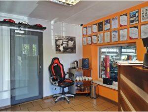 biuro serwisu samochodowego